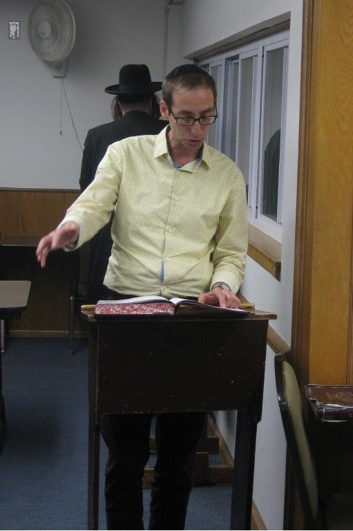Dr. Howard Goldman making his fourth siyum with Rabbi Nadoff in the Beachwood Kollel.