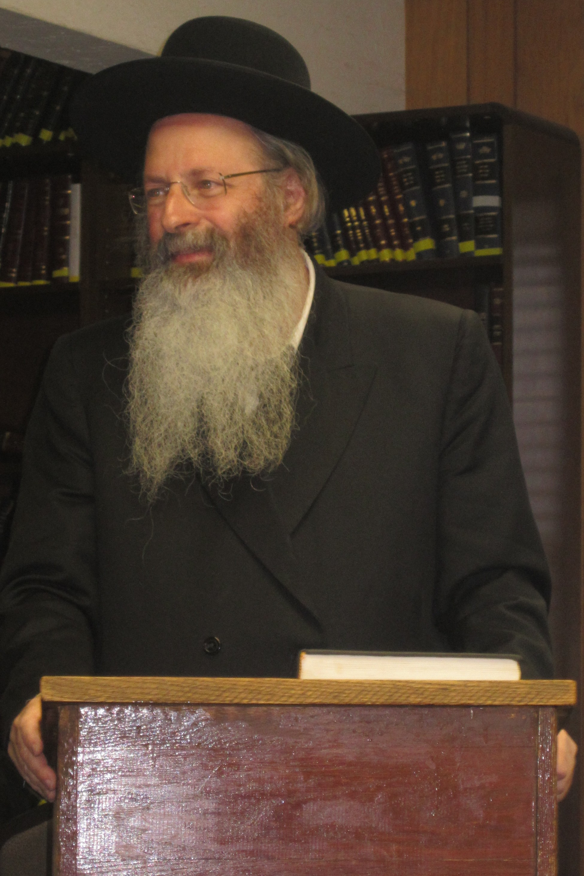 rav-malkiel-kotler-speaking-in-beachwood-kollel-jpg