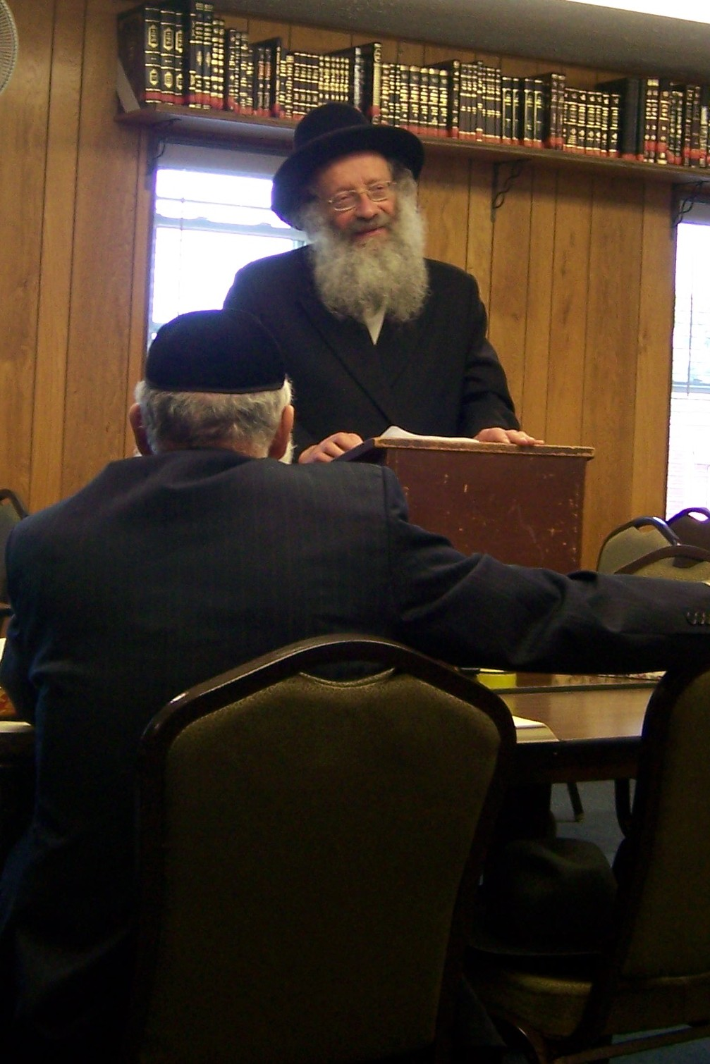 rav-yakov-eliezer-schwartzman-speaking-in-the-beachwood-kollel-jpg