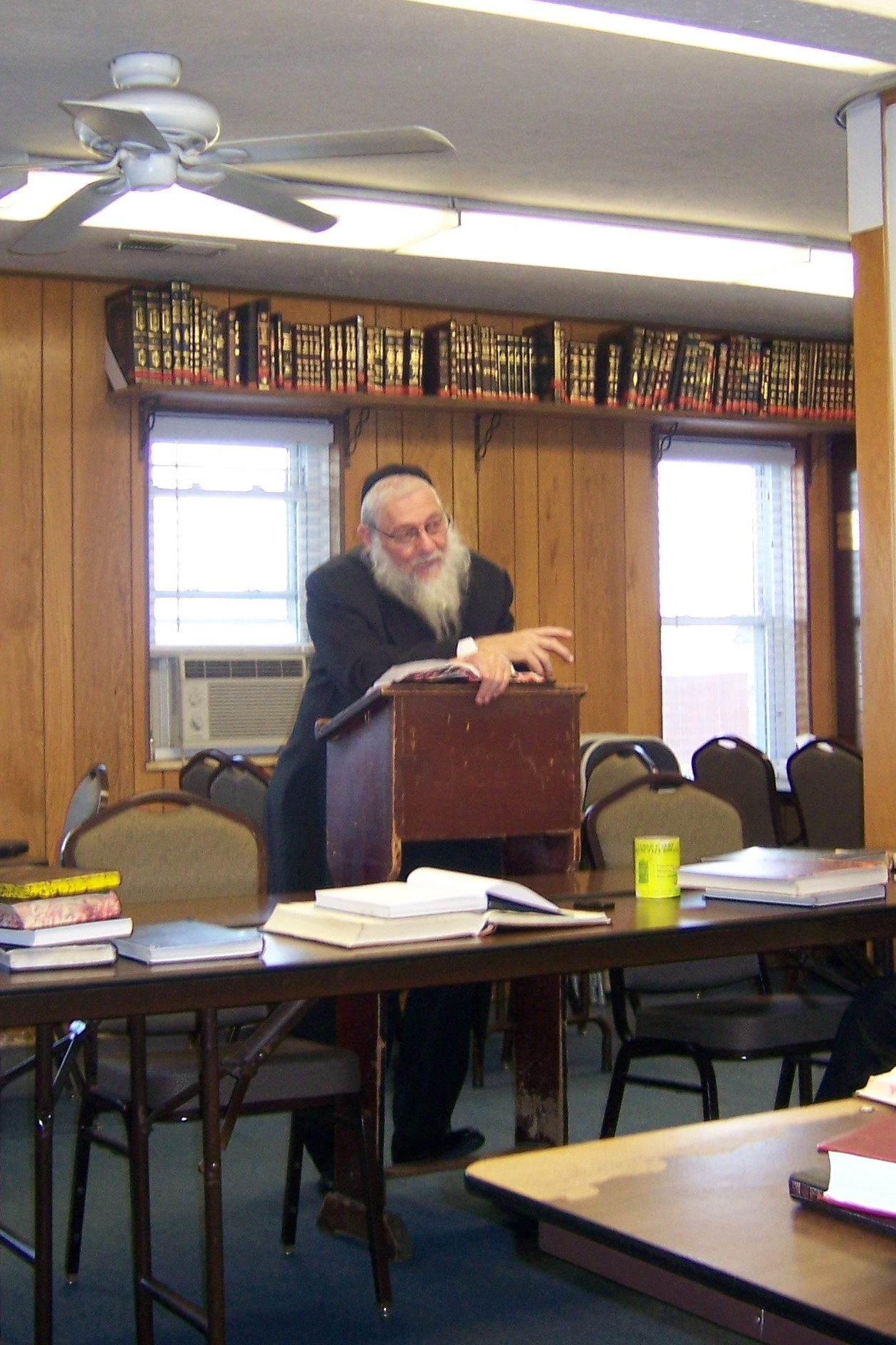 rav-zev-leff-speaking-in-the-beachwood-kollel-jpg